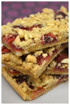 strawberry crumble slice